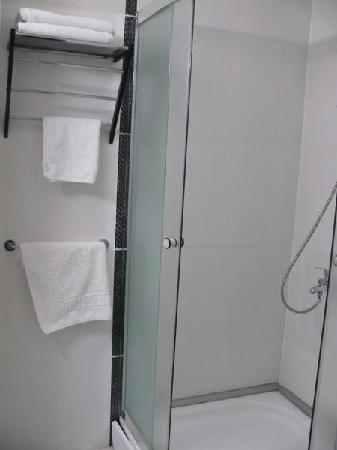 Akdamar Hotel: A clean&new shower