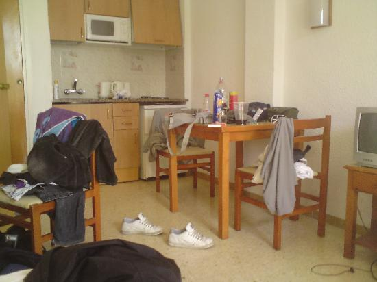 Bolero Park Apartments: Dining/Kitchen