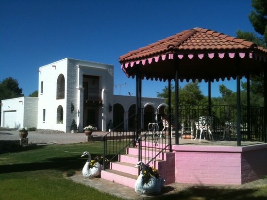 Tubac Secret Garden Inn : Secret Garden Inn and Gazebo