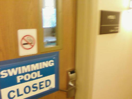 Hampton Inn Pittsburgh Area-Beaver Valley-Ctr Township: Pool - closed during stay