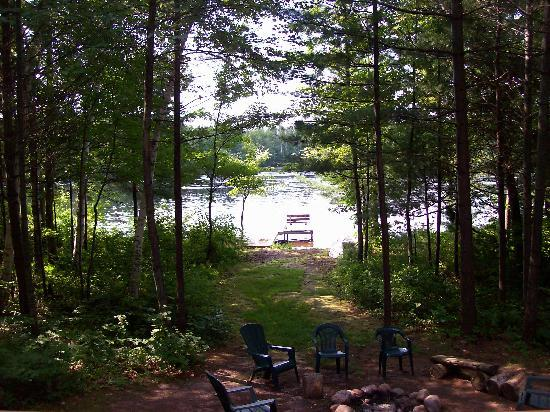 Aberdeen Cabins: looking out to the lake from the porch