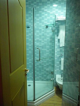 Hotel Filippo Roma: ensuite bathroom