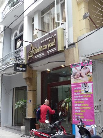 Hanoi Ciao Hotel: Front entrance