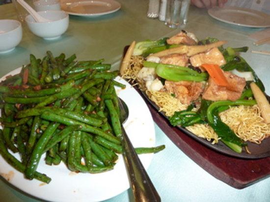 Whole Vegetarian Restaurant : Spicy green beans, chow mein