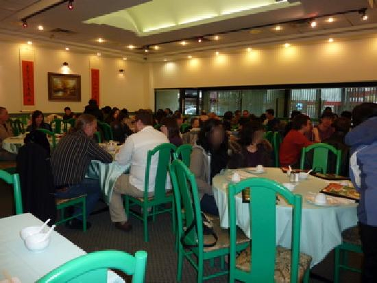 Whole Vegetarian Restaurant : Busy at dinner time