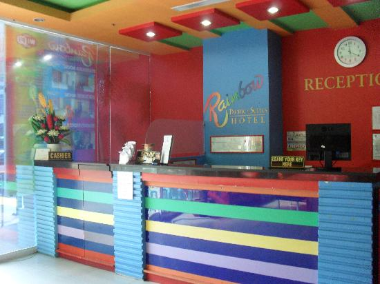 Rainbow Pacific Suites Hotel : hotel reception
