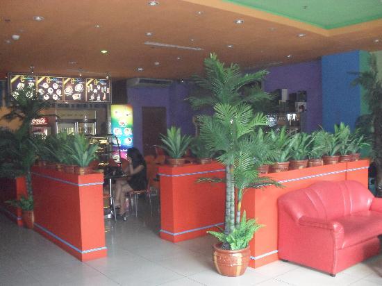 Rainbow Pacific Suites Hotel: lobby