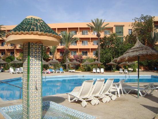 Mom and momo picture of hotel vendome el ksar resort for Thalasso quiberon piscine