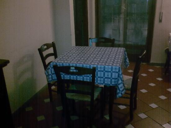 Hotel Monna Lisa: Mesa de comedor