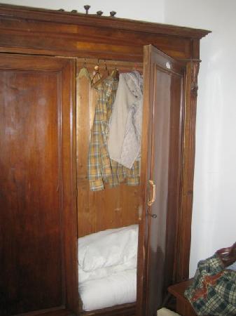 Hotel Monna Lisa: Detalle armario ropero