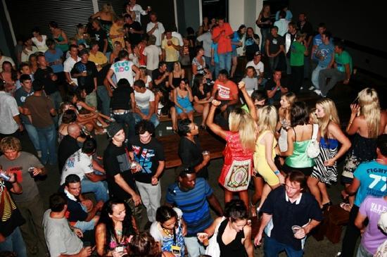 كولونجاتا ساندز هوستل: Our night club