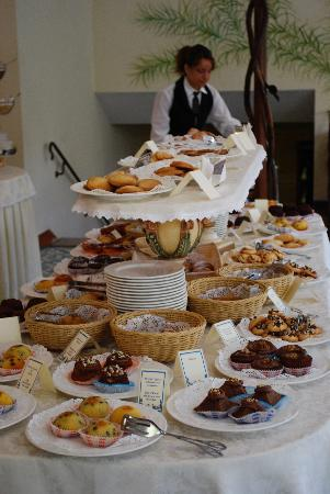 Antiche Mura Hotel: amazing breakfast spread