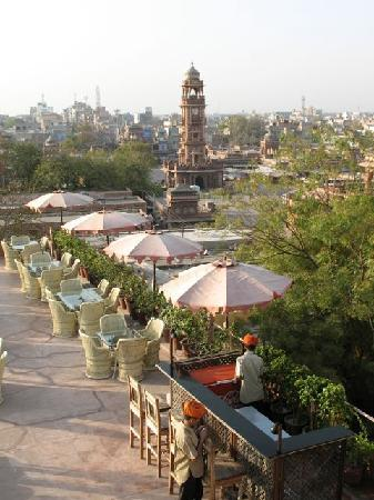 Pal Haveli : Rooftop restaurant with the clock tower in the background