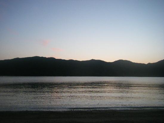 Kakeroma Island: あけぼの ~海宿5マイルから~