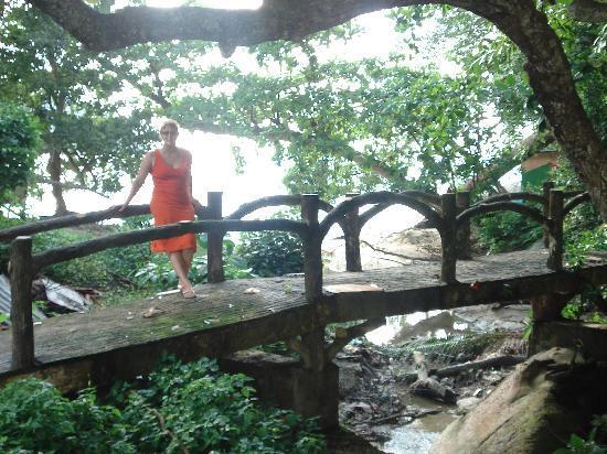 Anjungan Beach Resort: JO ON A BRIDGE OVER THE ROAD FROM THE ANJUNGAN