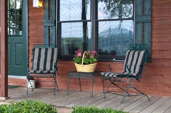 Steeles Tavern Manor Bed and Breakfast: Watch the deer and wild turkeys from your porch