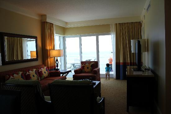 Marriott's Oceana Palms: Living room to the balcony