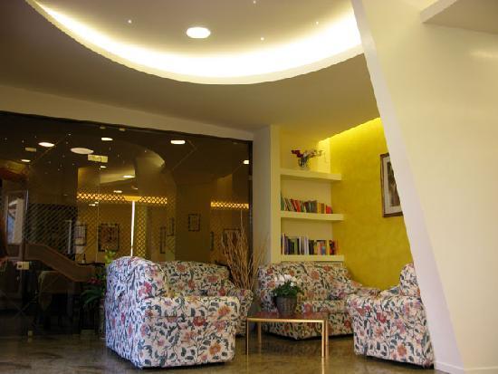Hotel Cristina: hall