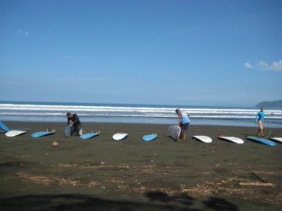 Vista Guapa Surf Camp: Getting ready to surf