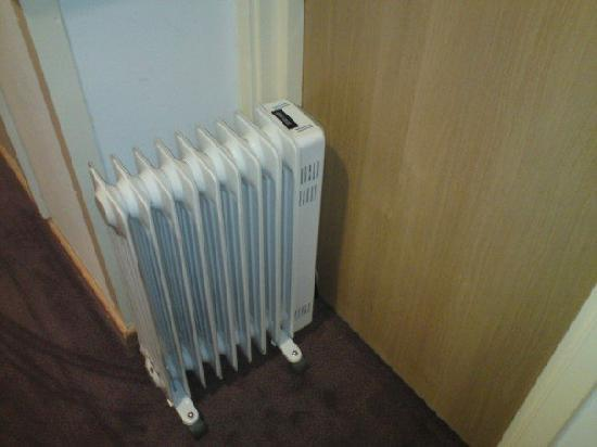 Park Inn by Radisson Birmingham West: Heater I had delivered to the room as heating was broken