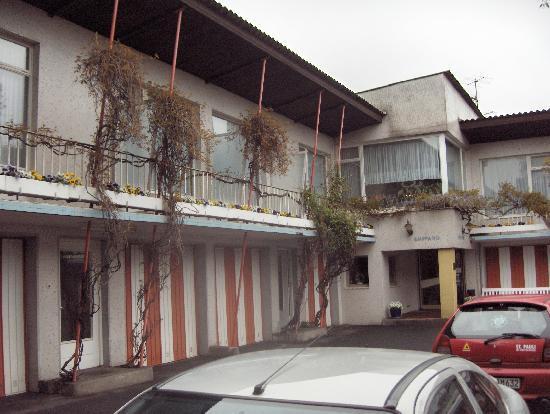 Hamburg Motel: les chambres en haut;le box en bas