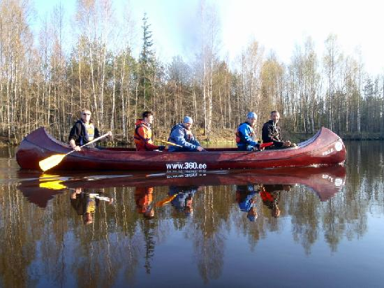 Estland: Canoeing in Soodla river
