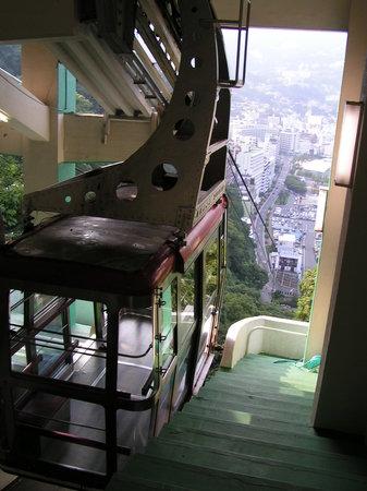 Atami, Japón: Mit der Seilbahn direkt ins Museum