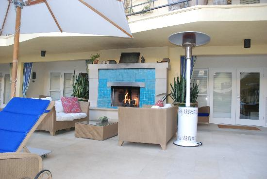 Oceana Beach Club Hotel: Nice Fireplace