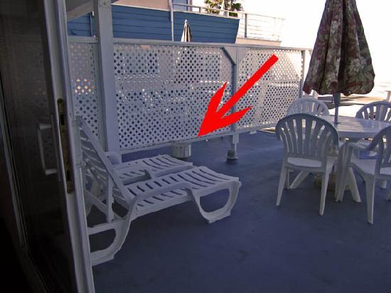 Laguna Riviera Beach Resort: Vent on the balcony of Room 409