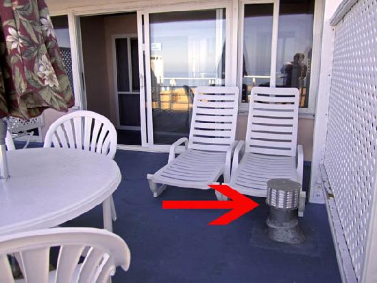 Laguna Riviera Beach Resort: Vent on the balcony of Room 409