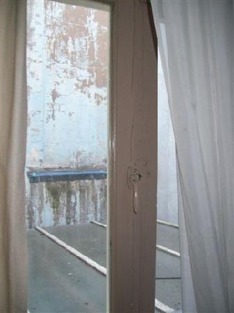 Eve's Guesthouse: Our view from hallway window, not the best but our room was situated at the back.