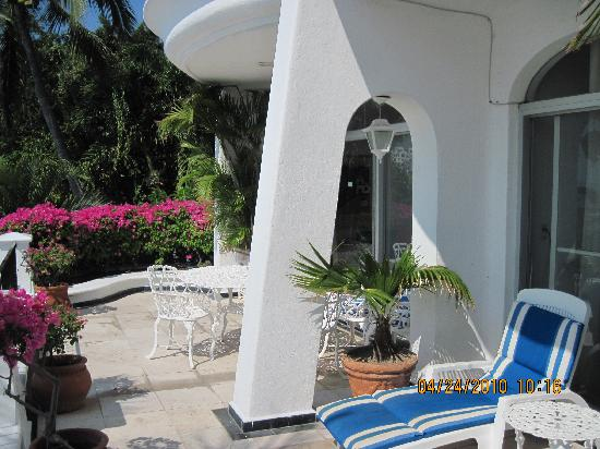 Hotel Dolphin Cove Inn: our balcony