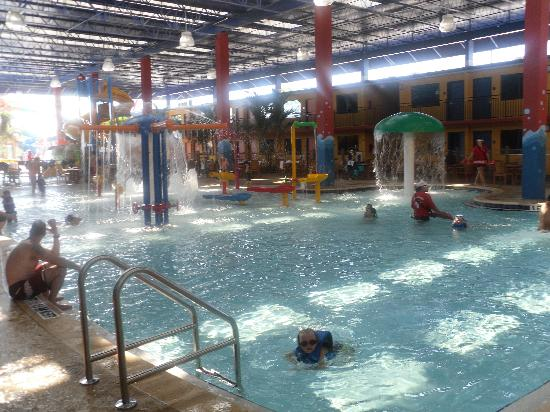 CoCo Key Water Resort : small kids area, slides are to the left