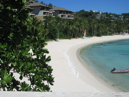 Shangri-La's Boracay Resort & Spa: one of 2 beach coves of shangrila. this one is the shared beach.