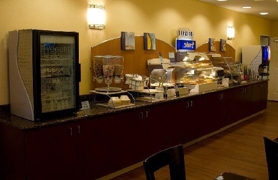 Holiday Inn Express & Suites Seattle North - Lynnwood: Breakfast Bar