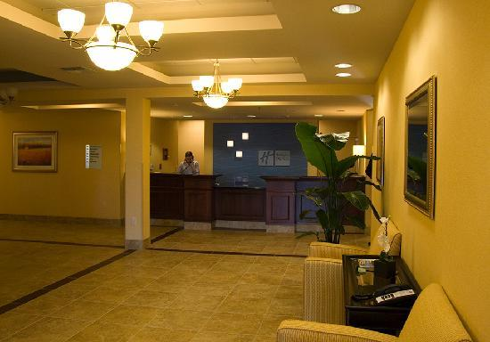 Holiday Inn Express & Suites Seattle North - Lynnwood: Lobby