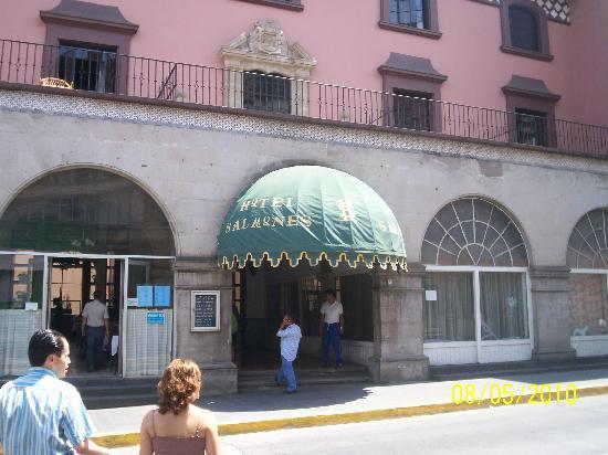 Hotel Salmones: Entrada principal