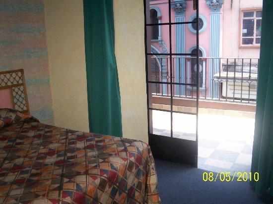 Hotel Salmones: Habitación frontal con terraza
