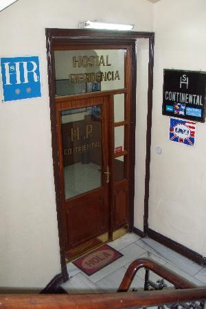 Hostal Continental: entrance