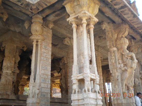 Entrance To Virupaksha Temple Picture Of Hampi Bellary