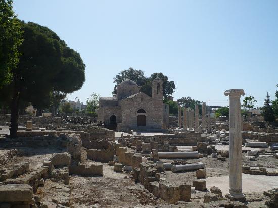 Avanti Hotel: Church by St Pauls Pillar - Paphos