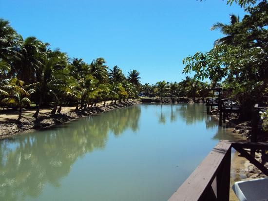Malolo Lailai Island, Fiji: lagoon in front of bure