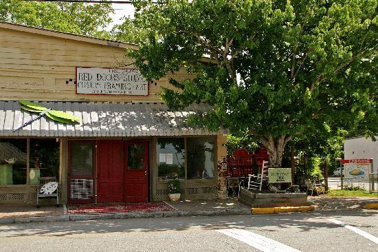 The Rutledge Inn : Red Doors Studio - Rutledge, Ga