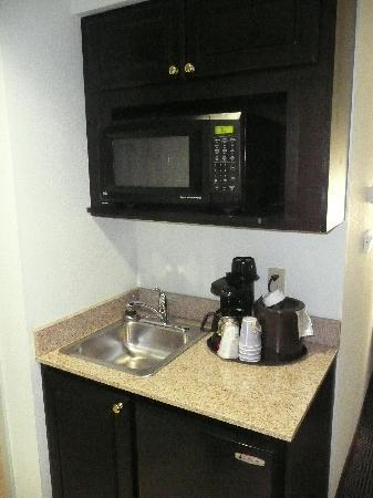 Holiday Inn Express & Suites Warminster - Horsham: Small kitchenette