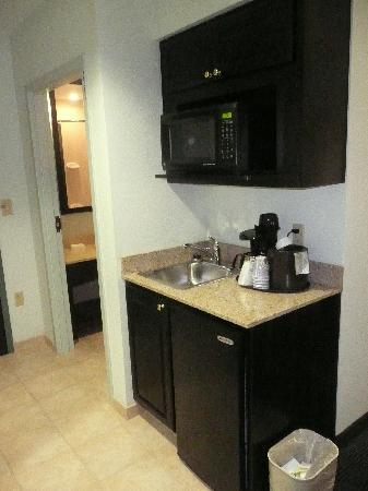 Holiday Inn Express & Suites Warminster - Horsham: Small Kitchenette again