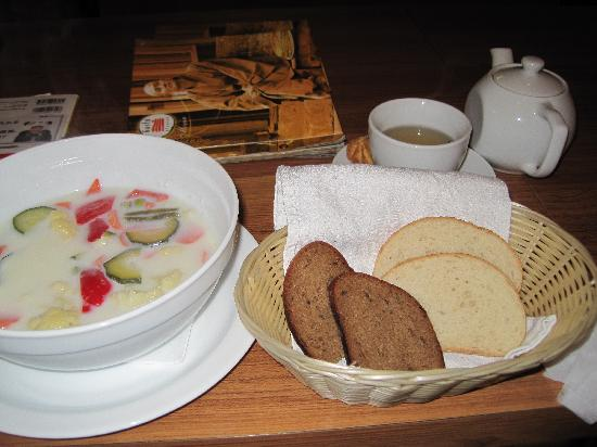 Gusto Blynine: スープとパン