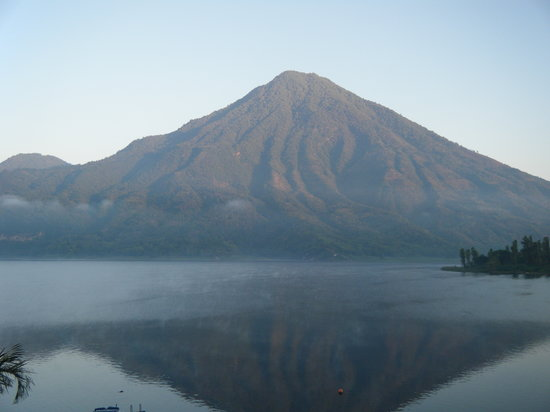 Santa Cruz La Laguna, Guatemala: Volcanoes everywhere you look!