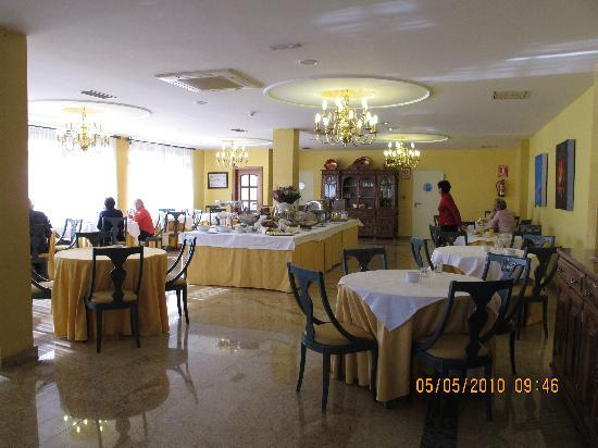 Puente Romano de Salamanca: Puente Romano Breakfast Room View 1