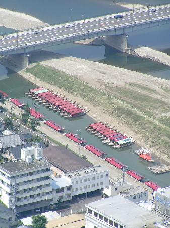 Gifu, Jepang: Sicht auf die Ausflugsboote von Kochi