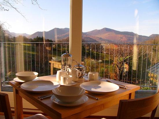 The Lookout Keswick : enjoy breakfast w ith a view